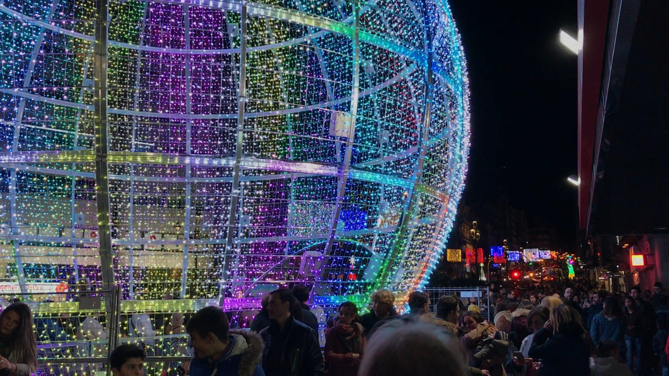 Vigo da la bienvenida a la navidad 400 calles brillan for Decoracion vigo